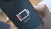 4k-low-battery-notification-blinking-on-smartphone-screen_r6lrejzi__F0000