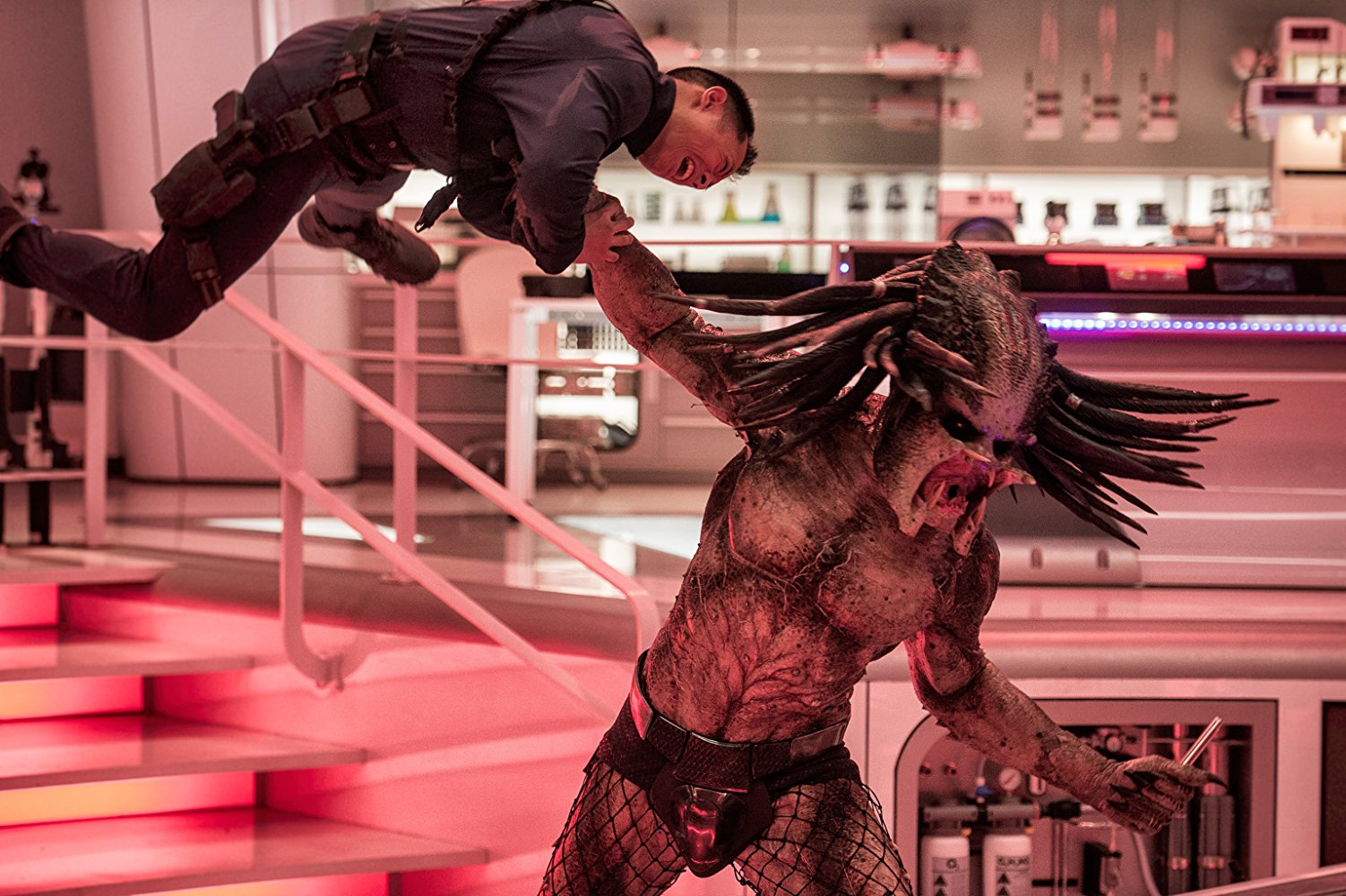 The Predator lanza su sangriento trailer final