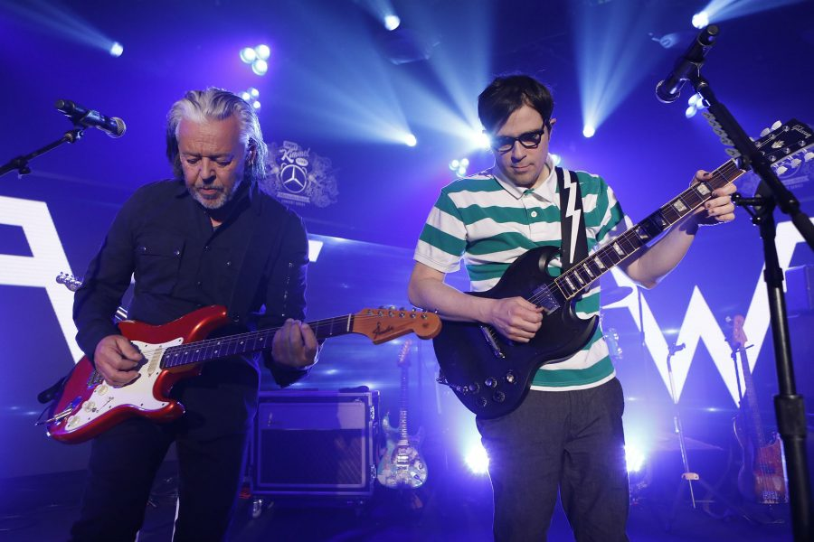 "Épico: Mira a Weezer tocar ""Everybody wants to rule the world"" junto a Tears for Fears"