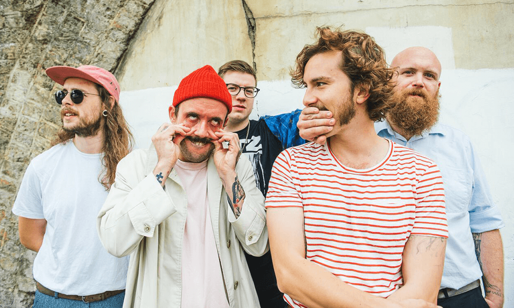 Never Fight A Man With A Perm: Mira el nuevo videoclip de IDLES